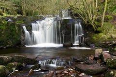 Piękne kaskady, Afon Caerfanell halna rzeka, Blaen-y-Glyn Fotografia Stock