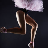 piękne kobiety nogi Baletniczego tancerza dziewczyna Baleriny pointe buty Zdjęcia Royalty Free