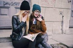 Piękne mod dziewczyny plenerowe Zdjęcia Stock
