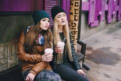 Piękne mod dziewczyny plenerowe Fotografia Royalty Free