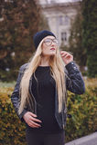 Piękne mod dziewczyny plenerowe Zdjęcia Royalty Free