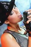 pięknego dziewczyny mikrofonu stary retro Fotografia Royalty Free