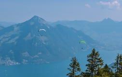 Pi?knego lata panoramiczny widok Szwajcarscy Alps Jeziorna lucerna w tle zdjęcia stock