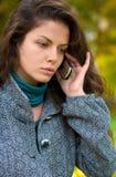 pięknego telefon komórkowy target101_0_ kobiety potomstwa Zdjęcie Stock