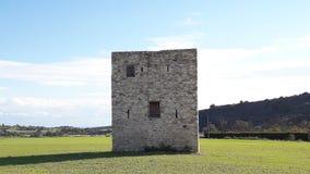 Pięknego widoku niebieskiego nieba zielonej trawy monumentum Cypr halny stary kasztel Obraz Royalty Free