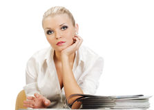 pięknej blondynki glansowani magazyny target711_1_ kobiety Obrazy Stock