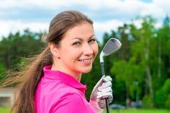 Pięknej brunetki fachowy golfista Zdjęcie Royalty Free