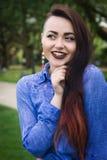 pięknej brunetki odosobneni portreta potomstwa Fotografia Stock