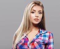 Pięknej kobiety portreta twarzy blond studio Fotografia Stock