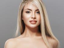 Pięknej kobiety portreta twarzy blond studio Obrazy Royalty Free
