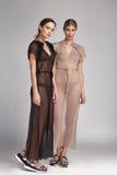 Pięknej mody dwa kobiet seksowna brunetka i blondyny Obrazy Stock