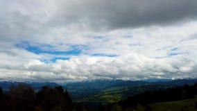 Pi?knej zimy Powietrzny lot Nad Halnego ?a?cuchu krajobrazu Alps Szwajcarsk? przygod? Wycieczkuje Trekking narty Urlopow? podr?? zbiory wideo