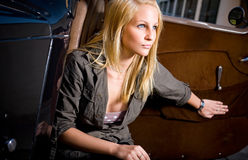 piękni czarny blond samochodowi dziewczyny rocznika potomstwa Obraz Royalty Free