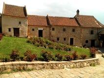 Piękni domy z ogródem obrazy royalty free