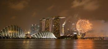 Piękni fajerwerki w Marina zatoce Zdjęcie Stock