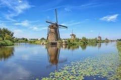 Piękni Holenderscy wiatraczki przy Kinderdijk Zdjęcia Royalty Free