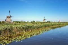 Piękni Holenderscy wiatraczki przy Kinderdijk Obrazy Royalty Free