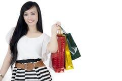 Piękni kobiety mienia torba na zakupy na studiu Obraz Royalty Free