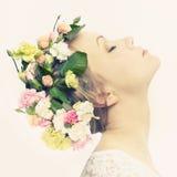 piękni kwiatów dziewczyny potomstwa Zdjęcia Royalty Free