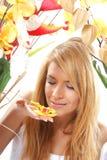 piękni kwiatów portreta kobiety potomstwa Zdjęcie Royalty Free