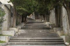 Piękni starzy schodki w miasteczku Sibenik Chorwacja Obraz Royalty Free