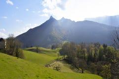 Piękni wzgórza blisko Gruyeres kasztelu, Szwajcaria Fotografia Royalty Free