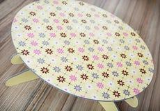 Piękno abstrakta wzoru o temacie round taca na drewnianym backgrou Fotografia Stock