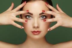 Piękno brunetki kobieta z perfect makeup Obrazy Stock