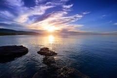 Piękno jeziora i zmierzch Zdjęcie Royalty Free