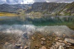 Piękno krajobraz góra i jezioro Zdjęcia Stock