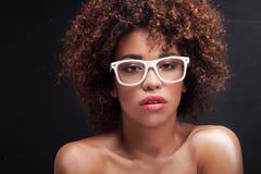 Piękno portret dziewczyna z afro Zdjęcie Stock