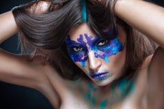 Piękno portret dziewczyna z Rorschach testem na jej twarzy Zdjęcia Royalty Free