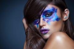 Piękno portret dziewczyna z Rorschach testem na jej twarzy Fotografia Stock