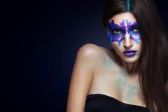 Piękno portret dziewczyna z Rorschach testem na jej twarzy Muzyczna album pokrywa Obraz Royalty Free