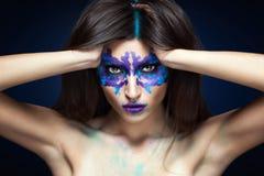 Piękno portret dziewczyna z Rorschach testem na jej twarzy Muzyczna album pokrywa Fotografia Royalty Free