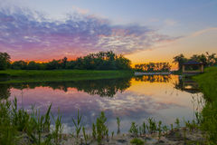 Piękny alkierz na jeziorze przy zmierzchu wieczór Zdjęcie Royalty Free