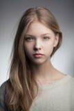 Piękny blond nastoletni dziewczyna portret Zdjęcia Royalty Free