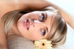 piękny blondynki dziewczyny target435_0_ Zdjęcie Stock