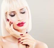 Piękny blondynki kobiety mody model urocza dziewczyna Zdjęcia Stock