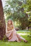 Piękny Boho dziewczyny obsiadanie Fotografia Stock