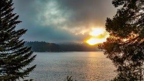 Piękny Burzowy zmierzch Nad Jeziornym grotem, Kalifornia Zdjęcie Royalty Free