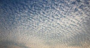 Piękny chmura wzór w niebie Obraz Royalty Free