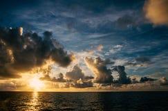 Piękny chmurny niebo przy zmierzchem Zdjęcia Stock