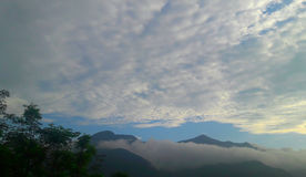 Piękny chmury i gór widok z lotu ptaka Fotografia Royalty Free
