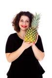 Piękny curvy dziewczyny mienie, ananas i Obrazy Stock