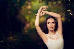 Piękny Czarodziejski Princess dziewczyna w lato fantazi krajobrazie Obraz Stock