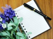 Piękny czerwieni i menchii hortensi sztucznego kwiatu bukiet Fotografia Royalty Free