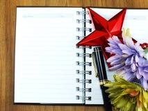 Piękny czerwieni i menchii hortensi sztucznego kwiatu bukiet Zdjęcie Stock