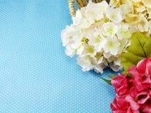 Piękny czerwieni i menchii hortensi sztucznego kwiatu bukiet Obraz Stock