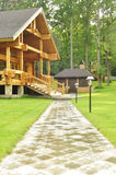 Piękny drewniany dom w lesie Zdjęcie Stock